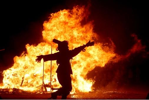 توبه ی شیطان مگر جز رقص در آتش بود!!